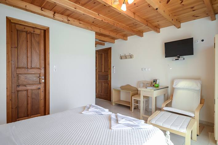 Deluxe double bed room in Naxos